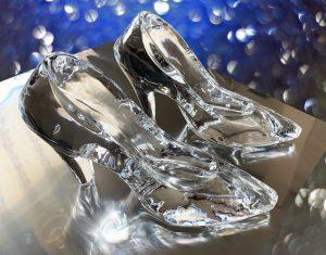 ガラスの靴一足